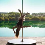 Elena Janès - Pole Dance Exterieure by vortex60 photographe